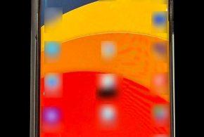 """Lộ ảnh thực tế Galaxy S10: màn hình """"nốt ruồi"""", cong 2 cạnh"""