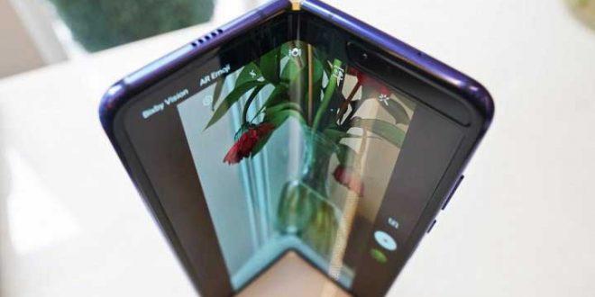 Trên tay Samsung Galaxy Fold: Mở ra thời kỳ điện thoại màn hình gập