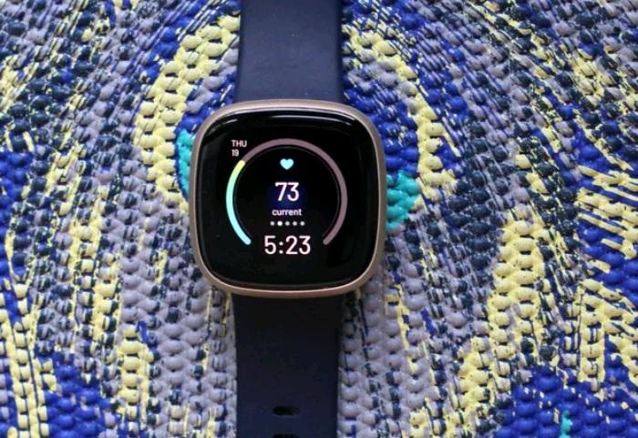 Fitbit Versa 3 - sản phẩm đồng hồ tương thích với cả Android và iOS